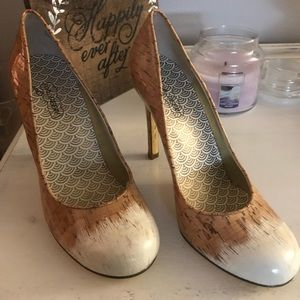 White toe to cork style faded heels